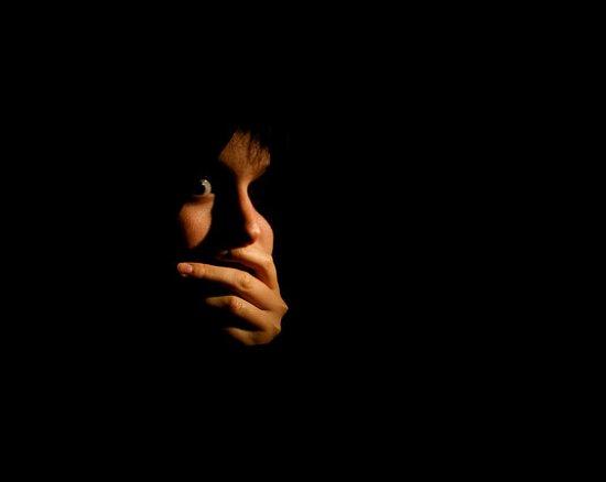 قصة خيالية قصيرة مفيدة – انا و الظلام !