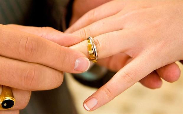 قصة شاب يعشق أخته ويطلبها للزواج