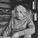 قصة نجاح ألبرت آينشتاين بالتفصيل منذ طفولته ومروره بالعديد من الازمات والعوائق