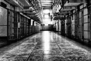 قصص وحكم من الواقع قصة حراس السجن