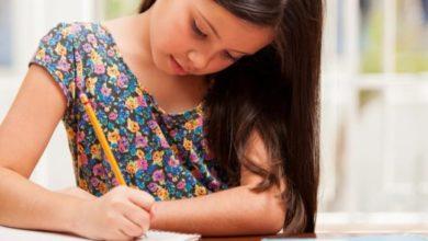 بنت جميلة تدرس