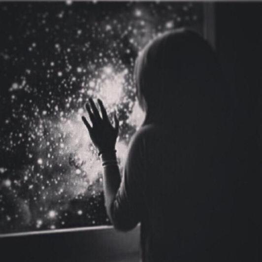 فتاة حزينة القلب