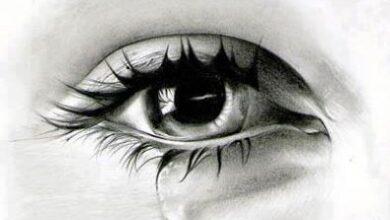 دموع تتساقط من عيني أجمل فتاة