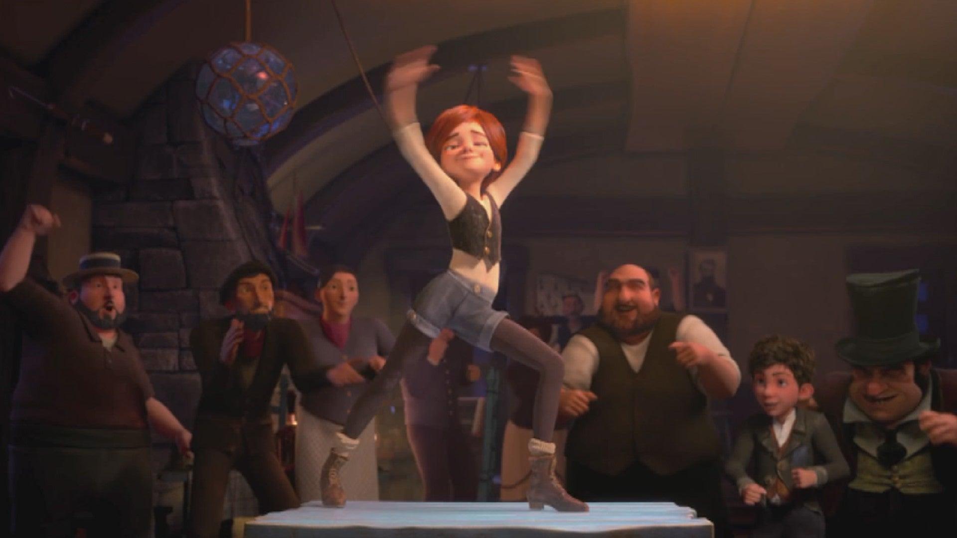 فيليسي تبهر الجميع برقصها بالحانة.