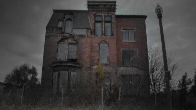 منزل مرعب ومخيف للغاية.
