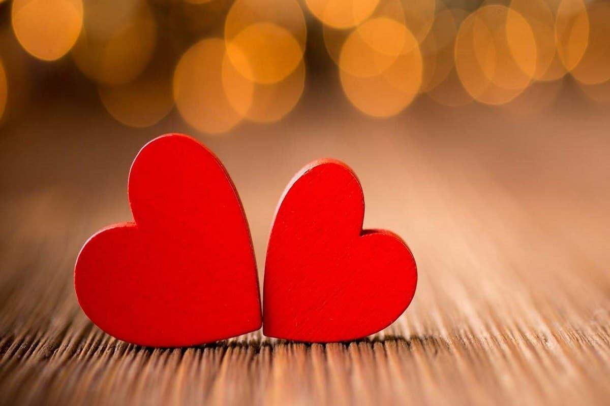 صورة قلوب دلالة على الحب.