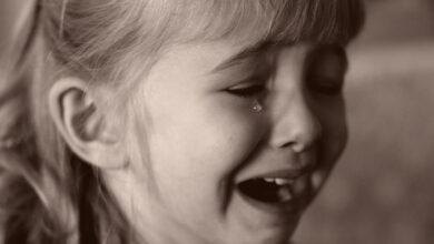 حزن طفلة
