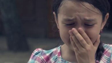 طفلة حزينة
