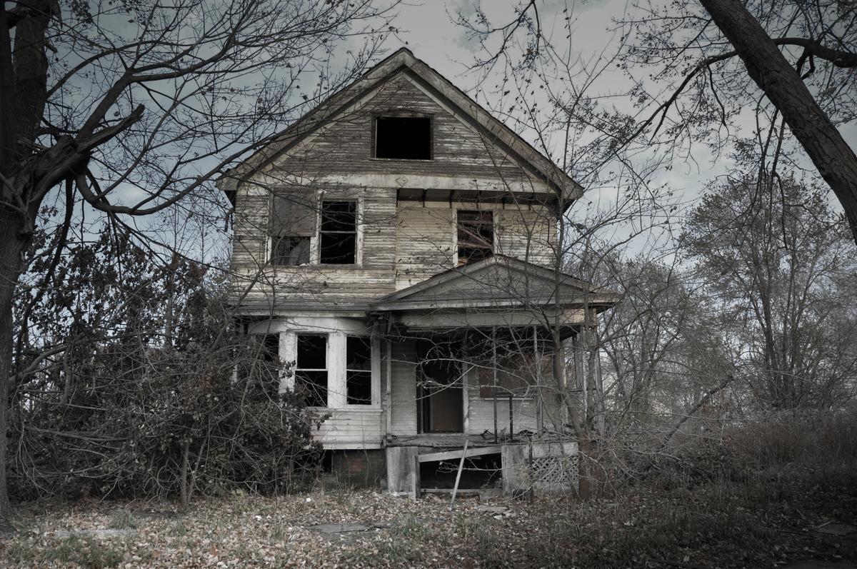 منزل مسكون بالأرواح الشريرة.