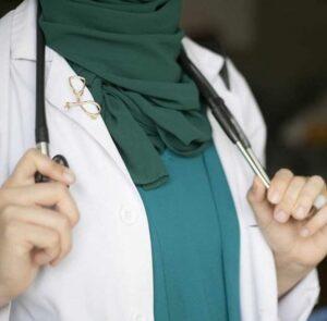 صورة طبيبة