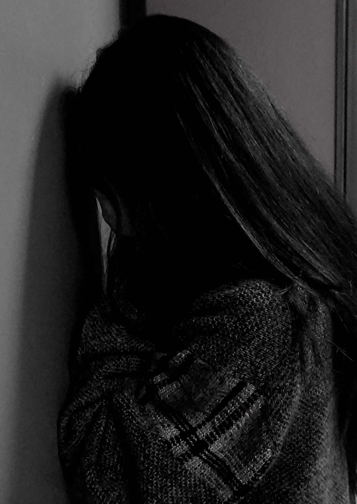صورة امرأة حزينة